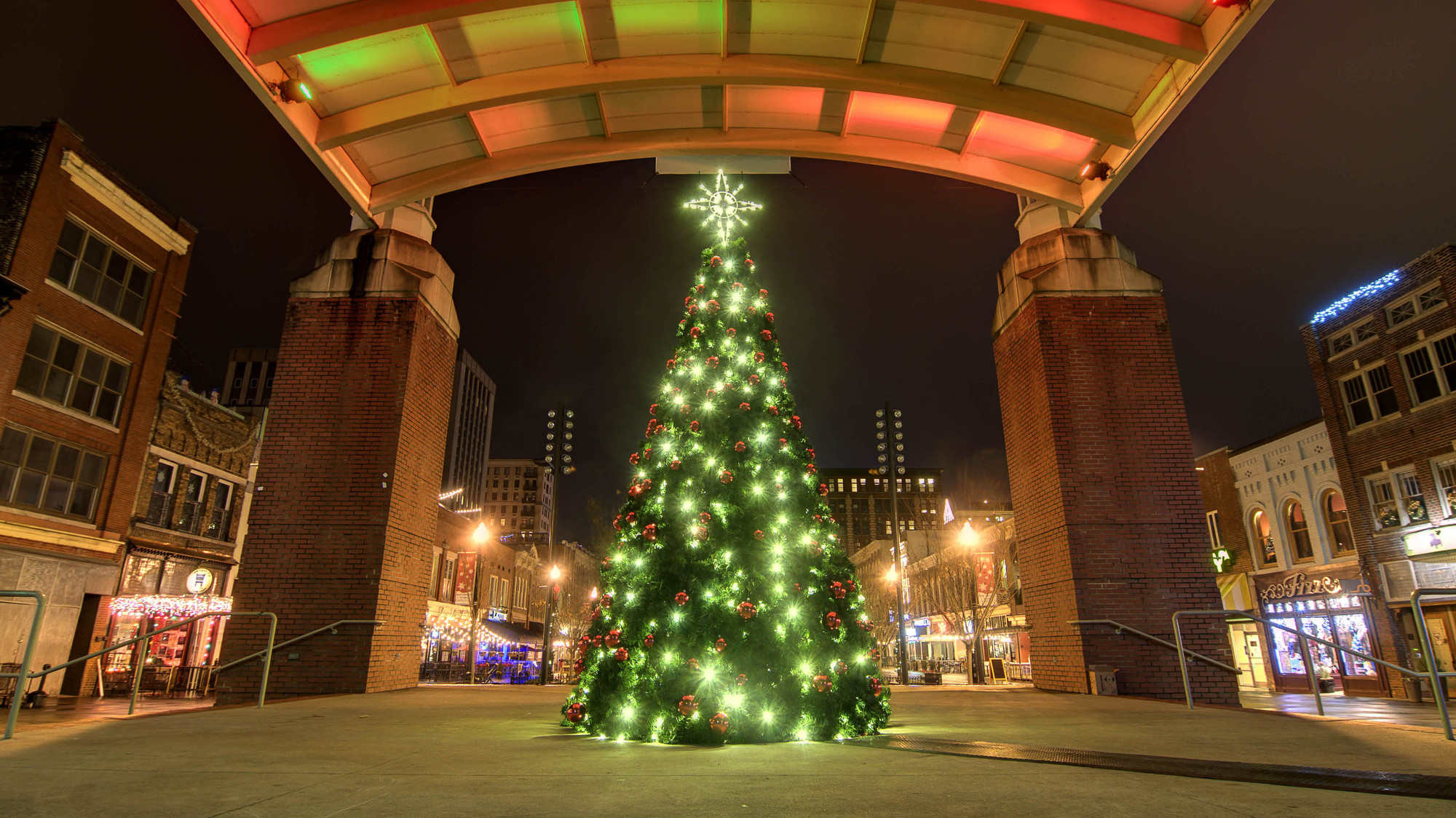 Downtown Knoxville Christmas Parade 2021 Travel Guide To The Christmas Holiday Season In Knoxville Tn Road Trips Coffee Travel Blog