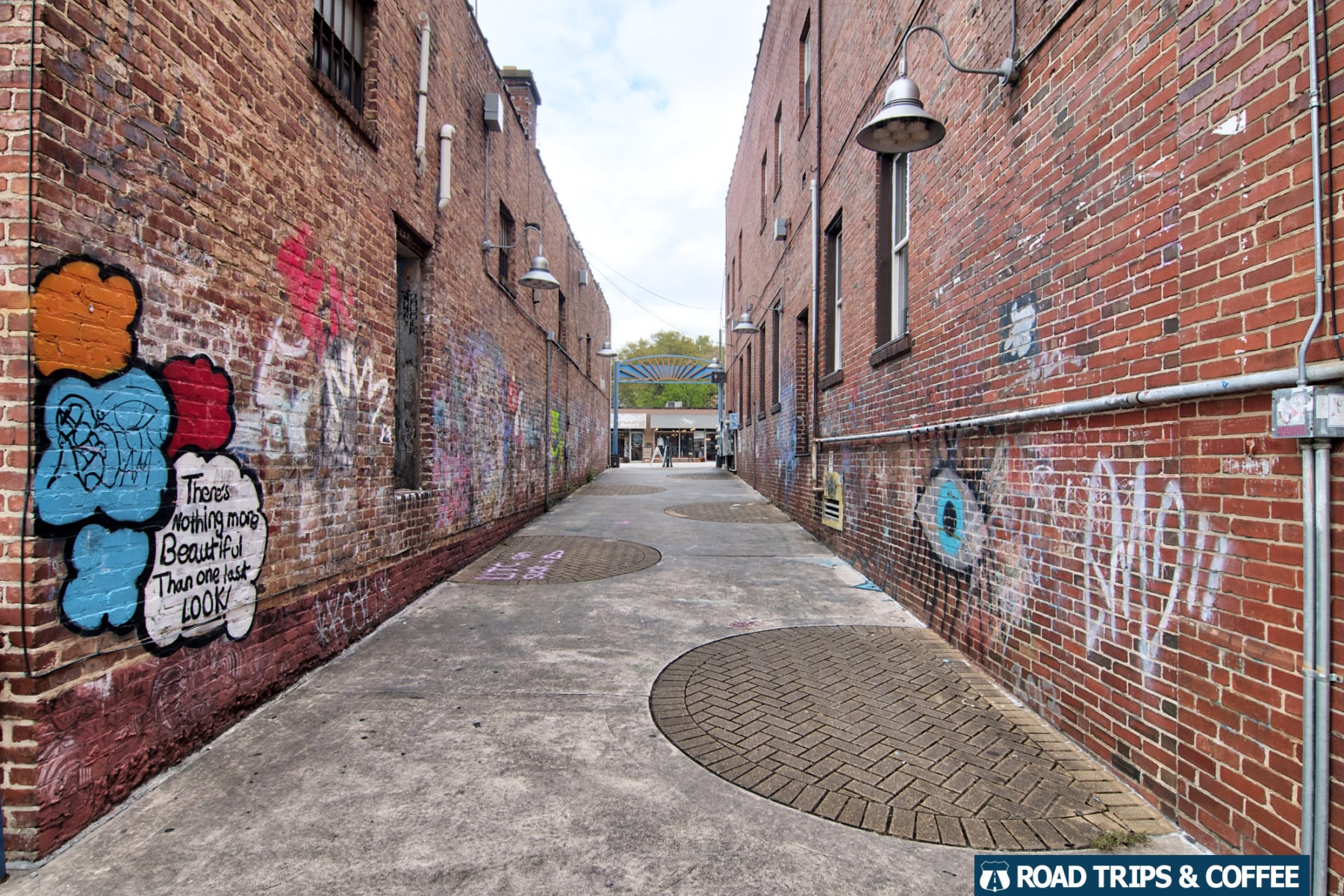 A colorful brick alley in the NorthShore of Chattanooga, Tennessee